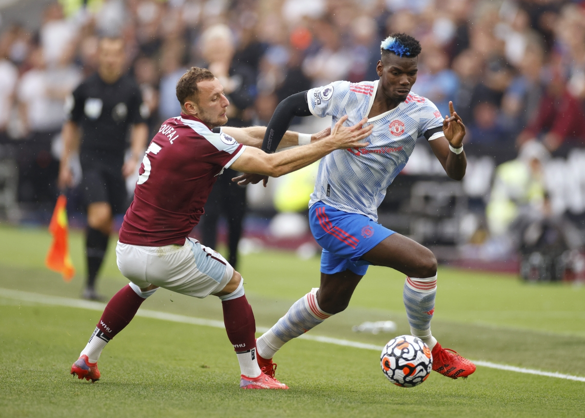 Pogba đang chơi xông xáo ở hàng tiền vệ MU. (Ảnh: Reuters).
