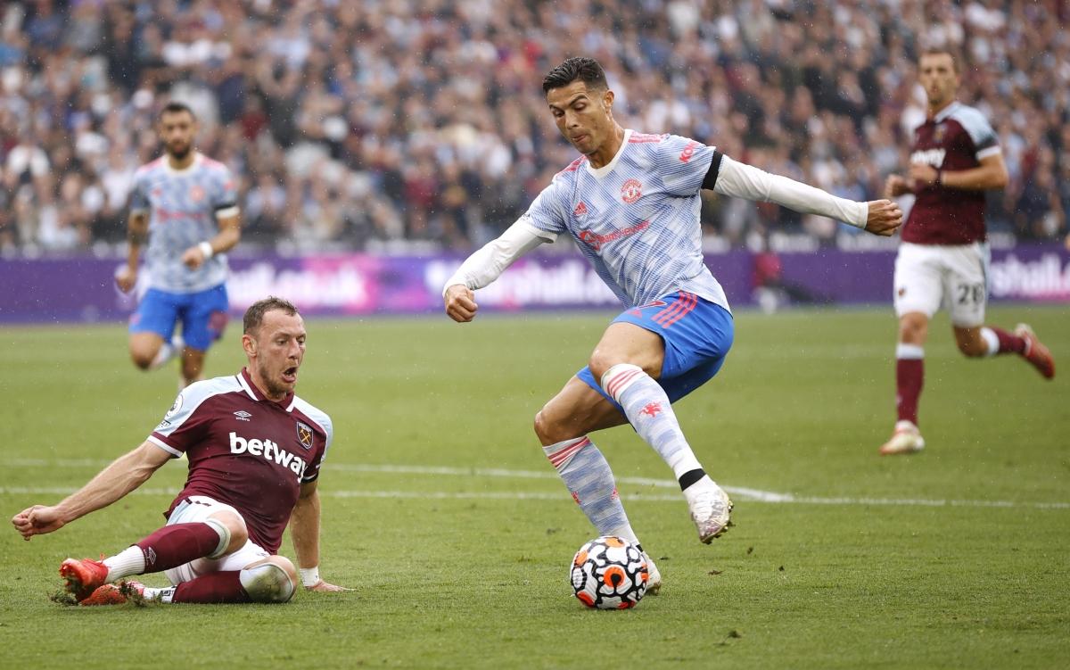"""Ronaldo vẫn đang """"nhả đạn"""" đều đặn cho MU. (Ảnh: Reuters)."""