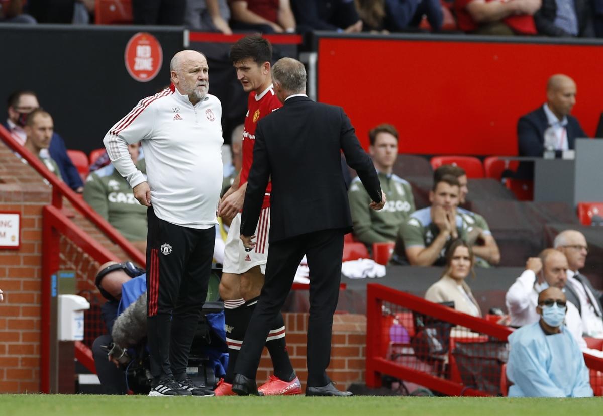 Sau Luke Shaw, đến lượt Harry Maguire phải rời sân vì chấn thương. (Ảnh: Reuters)