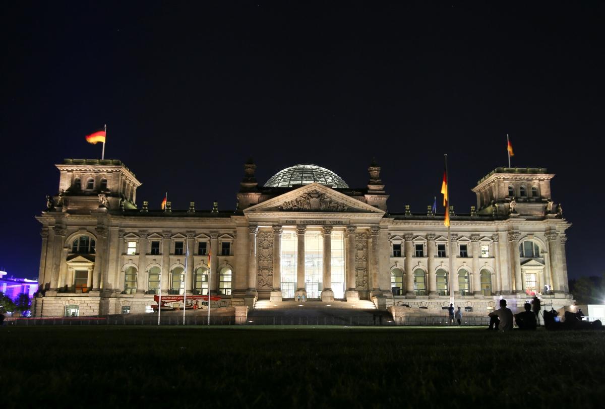 Các cử tri Đức phải đợi đến sáng ngày 27/9 theo giờ địa phương mới có các kết quả cuối cùng của tổng tuyển cử liên bang, để xem đảng nào đã chiến thắng (Ảnh: Reuters).