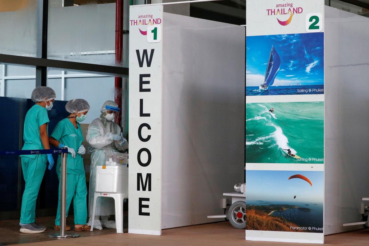 Khu vực xét nghiệm tại sân bay Phuket - điểm đến đầu tiên mở cửa đón khách quốc tế tại Thái Lan. Nguồn: Reuters
