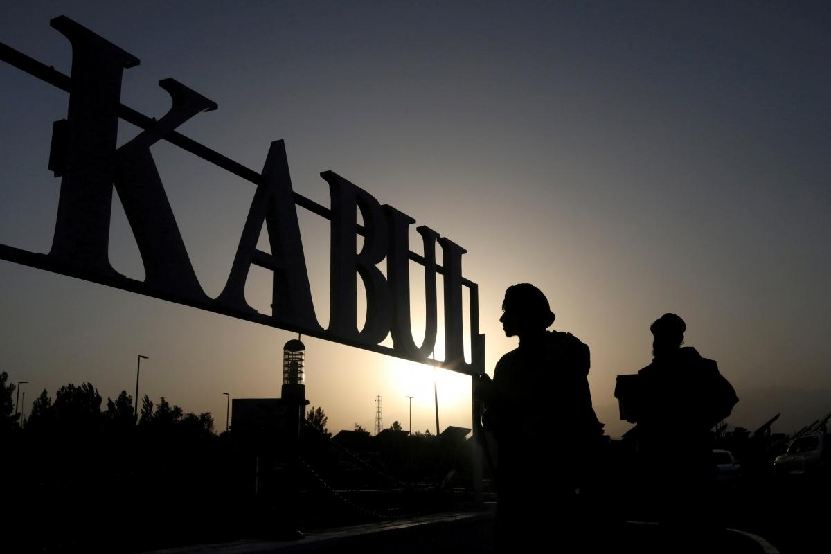 Binh lính Taliban tại sân bay Kabul, Afghanistan. Nguồn: WANA/Reuters