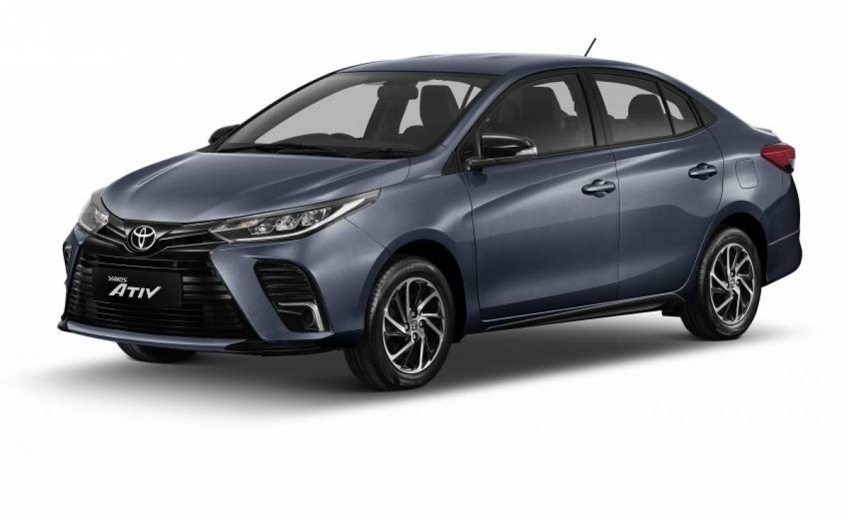 Chiếc sedan phân khúc hạng B đã được sửa đổi nhẹ nhàng về ngoại hình cũng như cập nhật một vài trang bị mới nhất. Ở phía trước, Toyota Vios có phần ốp ở vị trí đèn sương mù lớn hơn so với phiên bản 2020 đã được ra mắt vào tháng 8/2020.