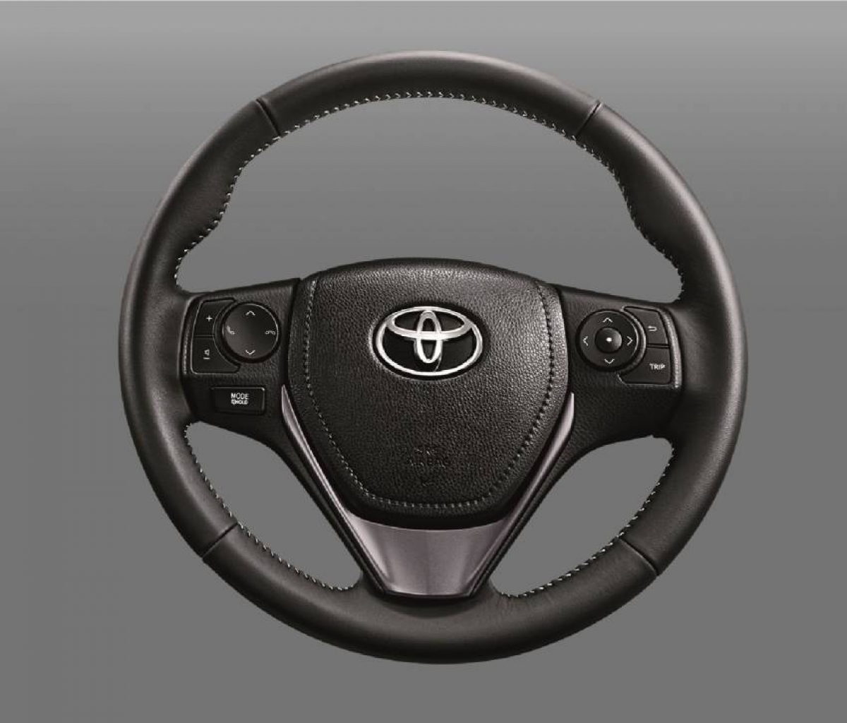 Những tiện ích khác bao gồm gương chiếu hậu chỉnh điện, điều hòa tự động trên bản Sport và Sport Premium, đèn chiếu sáng tự động khi vào xe trên tất cả phiên bản. Trên bản cao cấp nhất còn có thêm các cổng sạc USB cho hàng ghế thứ 2.