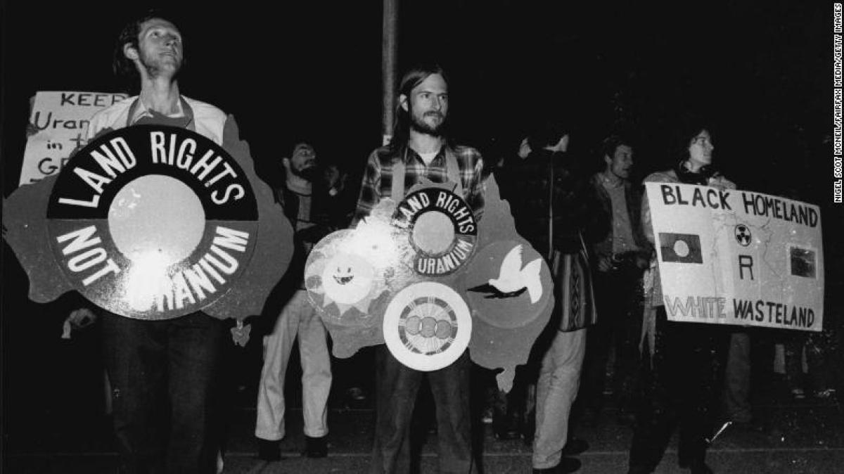 Một cuộc biểu tình phản đối uranium bên ngoài Nhà hát Opera Sydney vào ngày 4/6/1979. Ảnh: Getty Images