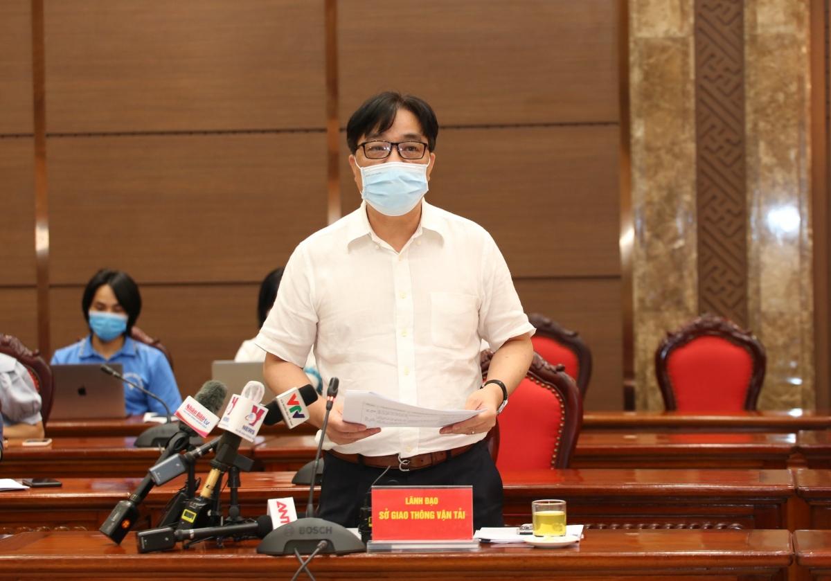 Giám đốc Sở Giao thông vận tải Vũ Văn Viện phát biểu tại họp báo.