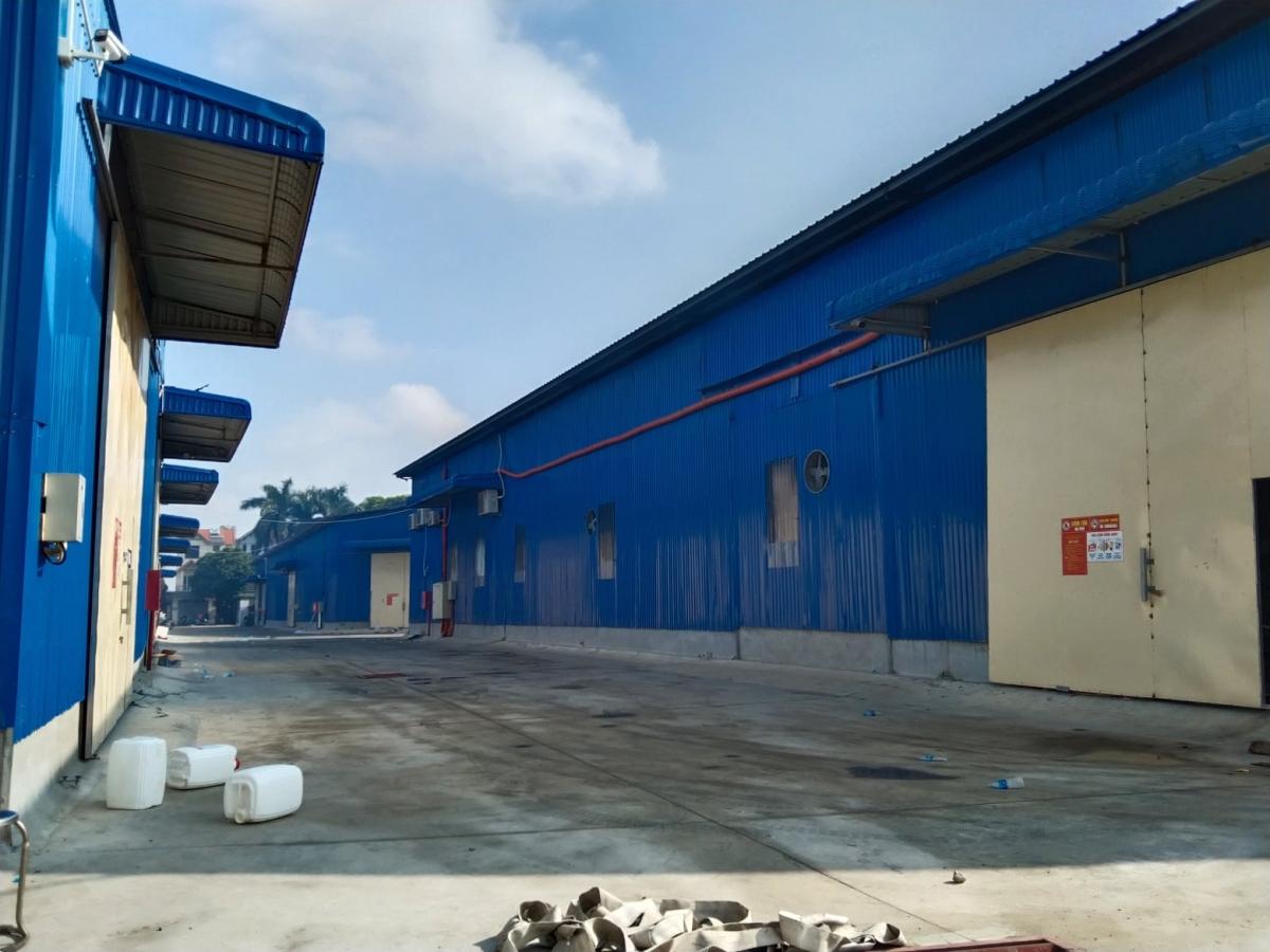 Rất may lực lượng chức năng đã sớm dập tắt vụ cháy, không để lây lan rộng ra các nhà xưởng trong điểm công nghiệp./.
