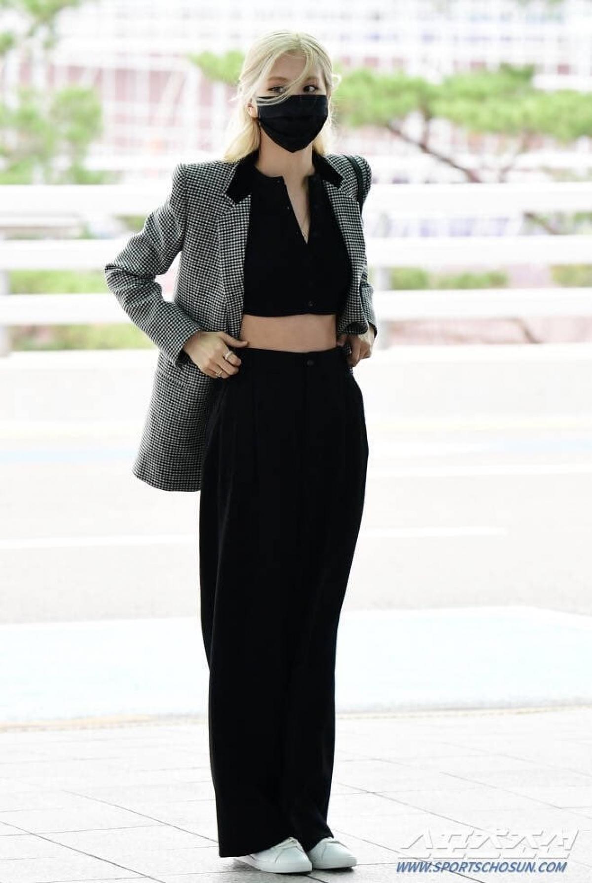 Còn Rosé sẽ góp mặt trong show diễn của Saint Laurent với tư cách đại sứ thương hiệu. Gần đây, Rosé đã có mặt tại New York để tham dự Met Gala cùng giám đốc sáng tạo Anthony Vaccarello.