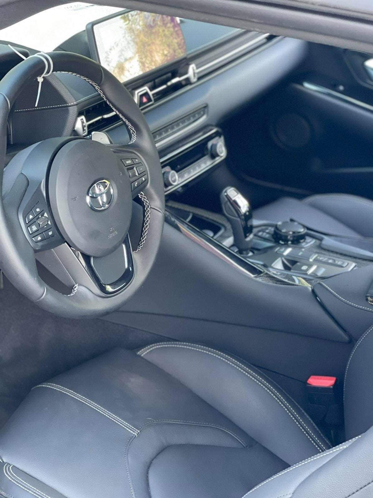 Sức mạnh được truyền đến bánh sau thông qua hộp số tự động 8 cấp, nhờ đó, xe có thể tăng tốc lên 96 km/h từ vị trí đứng yên trong chỉ 4,1 giây, tốc độ tối đa được giới hạn ở 249 km/h.