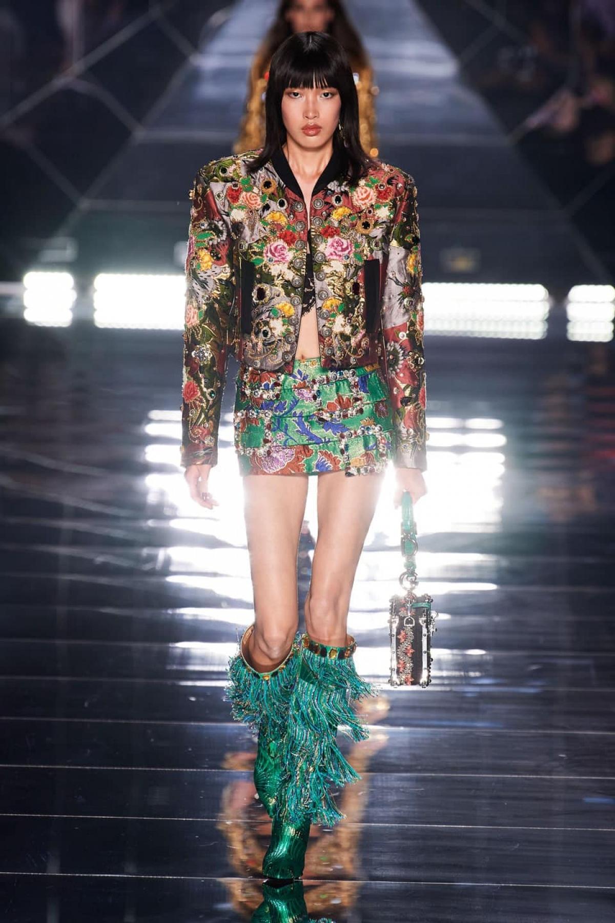 Phương Oanh toả sáng trong thiết kế của nhà mốtDolce & Gabbana.