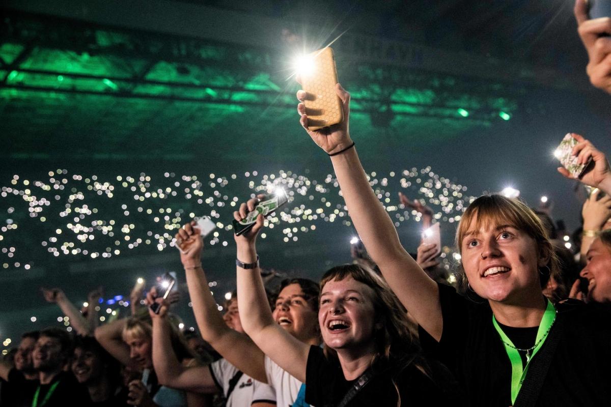Người dân tham dự buổi biểu diễn âm nhạc hôm 11/9 tại Copenhagen, Đan Mạch. Ảnh: AFP