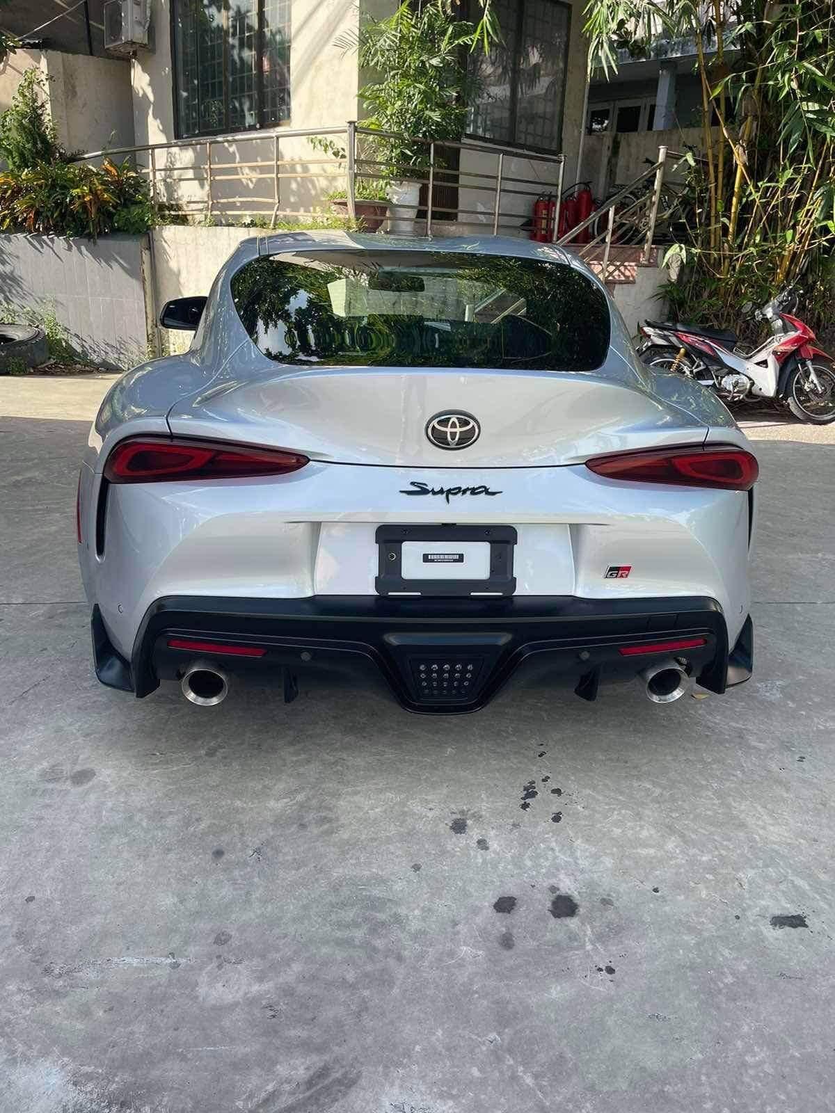 Nhờ sử dụng chung nền tảng khung gầm với BMW Z4, Toyota GR Supra cũng đồng thời sở hữu tỉ lệ phân bổ trọng lượng 50/50, trọng tâm thấp.