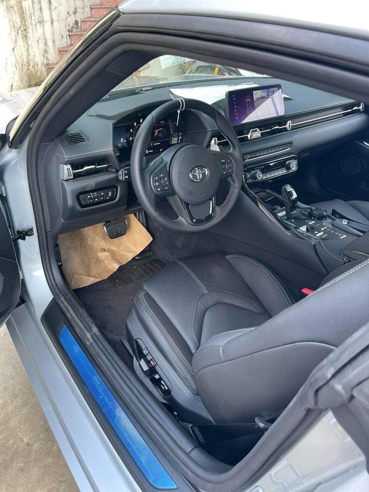 Ở phiên bản cao cấp 3.0 Premium, Toyota GR Supra được trang bị động cơ 6 xi-lanh thẳng hàng, dung tích 3.0 lít (tên mã G29) với khả năng tạo ra công suất cực đại 335 mã lực và mô-men xoắn 494 Nm.