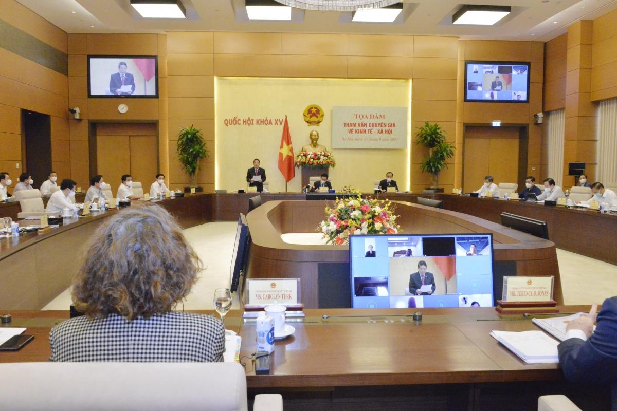 Chủ tịch Quốc hội Vương Đình Huệ và Phó Chủ tịch Quốc hội Nguyễn Đức Hải đồng chủ trì tọa đàmtham vấn chuyên gia về kinh tế - xã hội