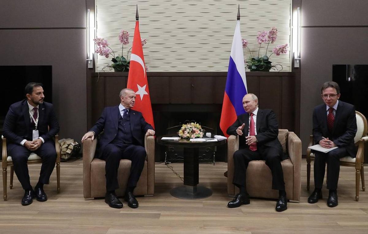 Tổng thống Nga Vladimir Putin (phải) và Tổng thống Thổ Nhĩ Kỳ Tayip Erdogan hôm qua (29/9) đã gặp nhau tại thành phố Sochi, Nga. Ảnh: TASS
