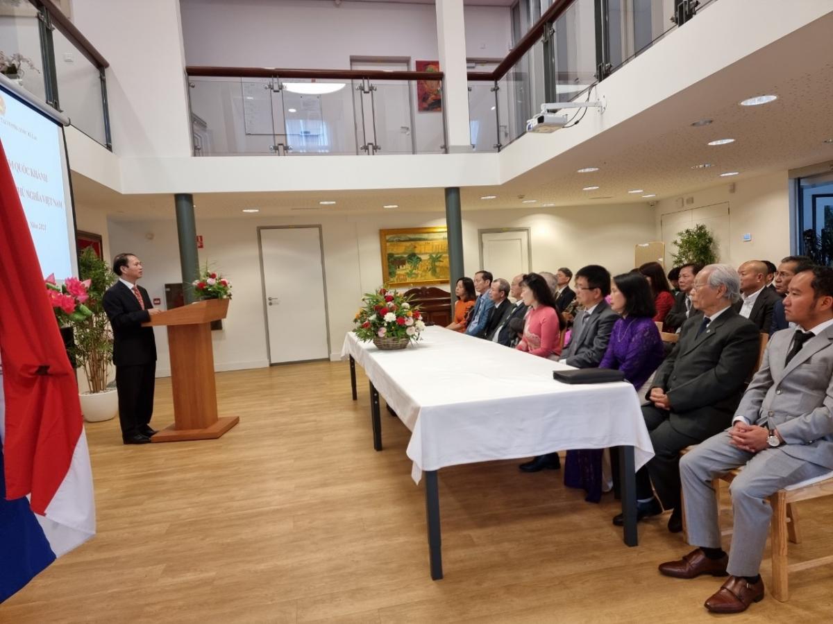 Họp Ban chấp hành lâm thời hội người VN tại Hà Lan. (Ảnh: ĐSQ Việt Nam tại Hà Lan)