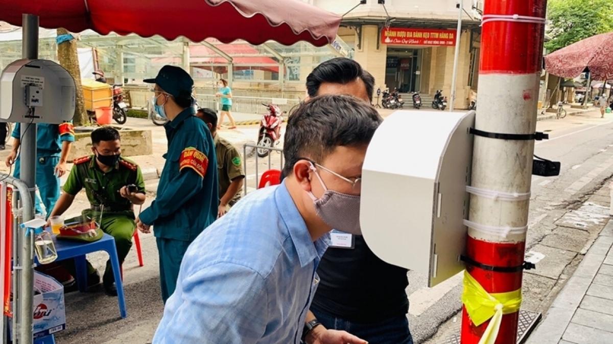 Hệ thống kiểm soát y tế thông minh CLi-SmartEyes được lắp đặt tại chợ Hàng Da (Hà Nội). (Ảnh: Nhân vật cung cấp)