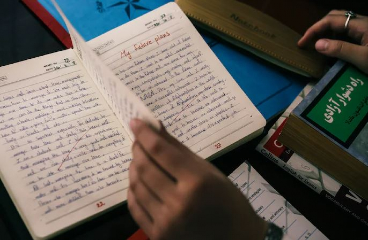 Susan và những kế hoạch tương lai chỉ còn trên trang giấy ở Kabul, Afghanistan. Ảnh: Washington Post