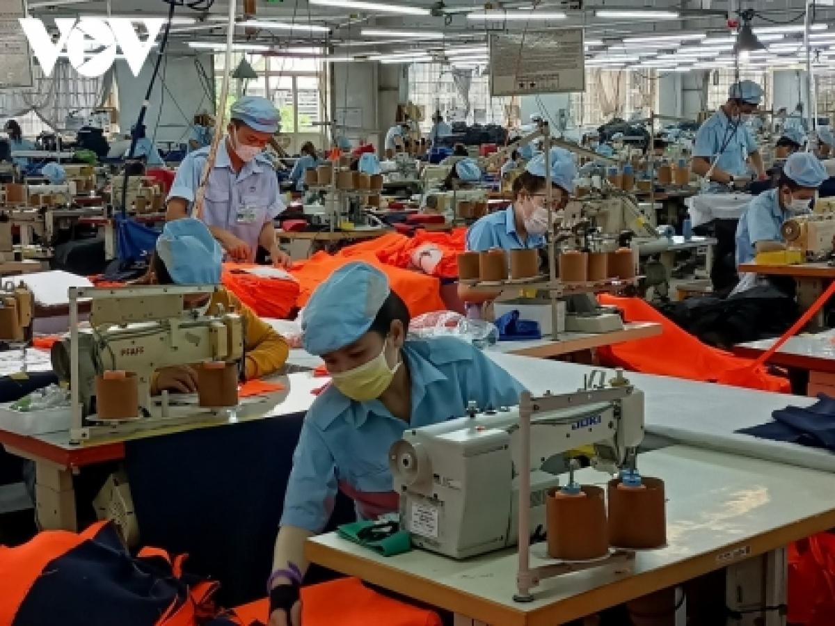 Một dây chuyền sản xuất của công ty may xuất khẩu Phan Thiết