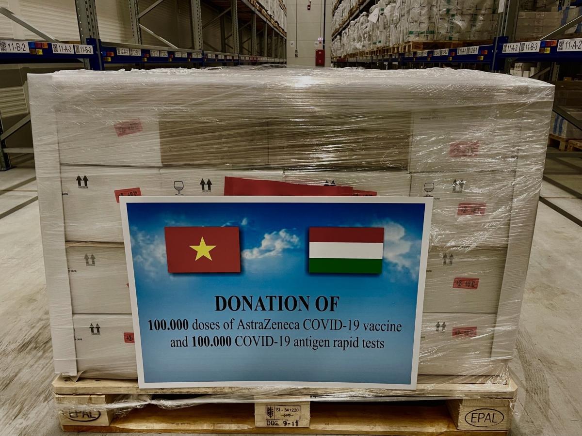 Lô vaccinevà vật tư y tế của Chính phủ Hungary tặng Việt Nam sẽ về đến Hà Nội vào sáng 23/9