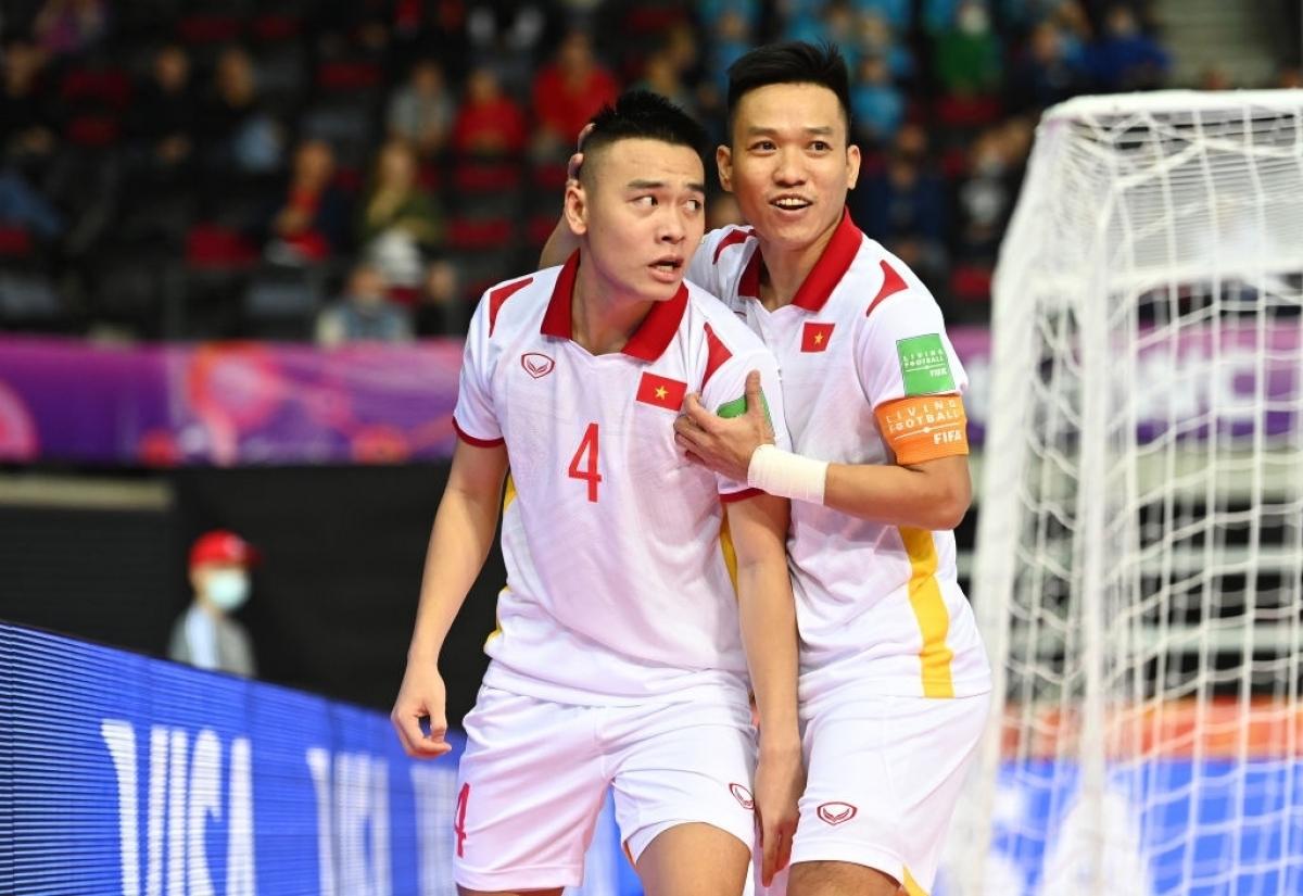 ĐT Futsal Việt Nam đã tiếp tục phát huy được những miếng phối hợp từ các pha bóng cố định để tạo nên chiến thắng. (Ảnh: Getty).