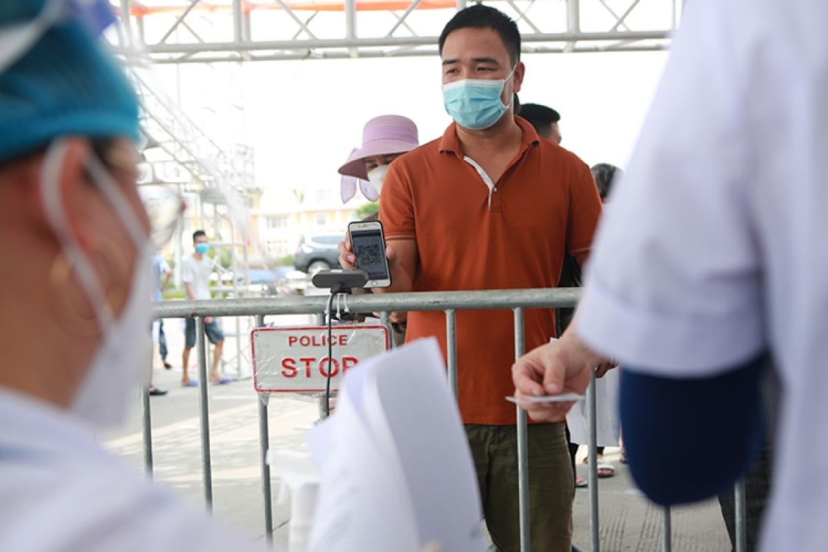 Chốt kiểm soát dịch tại cửa ngõ Hà Nội.