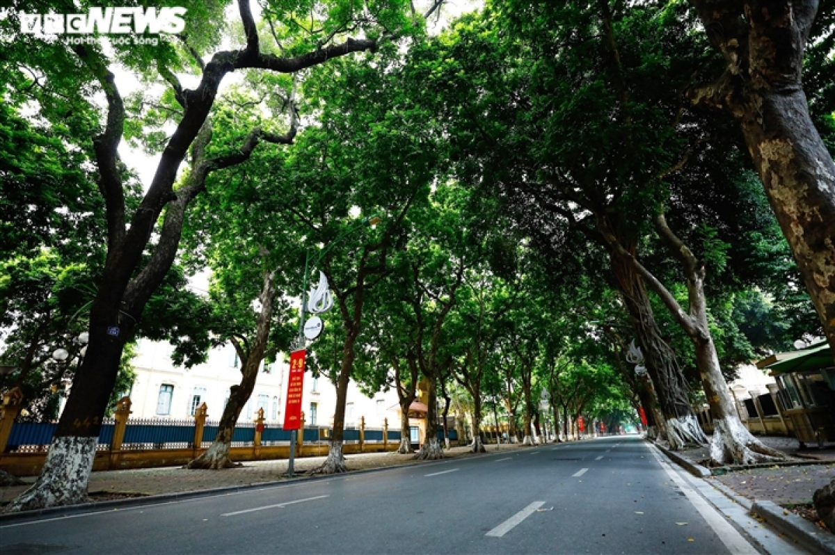 Phan Dinh Phung street is left deserted on National Day.