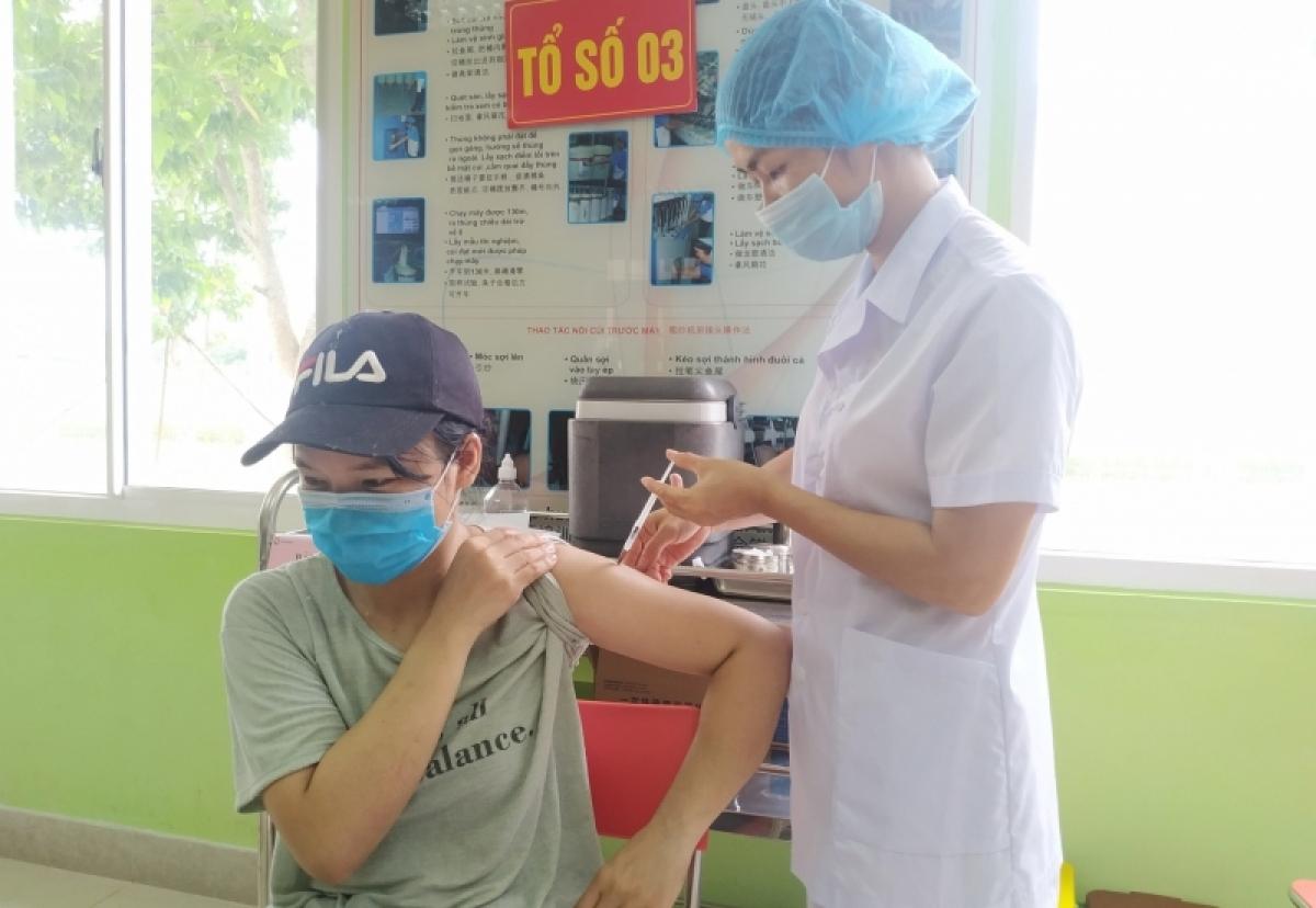Quảng Ninh là 1 trong 4 địa phương hoàn thành tiêm chủng mũi 1 sớm nhất cả nước