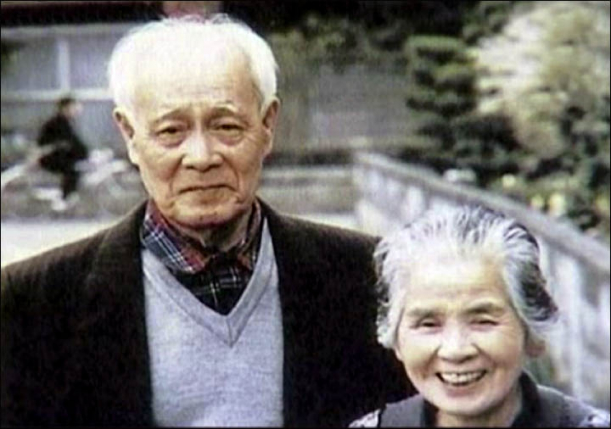 Ông Yasaburo Hachiya gặp lại người vợ ở Nhật Bản của mình là bà Hisako sau 51 năm. Ảnh: Vesti.ru