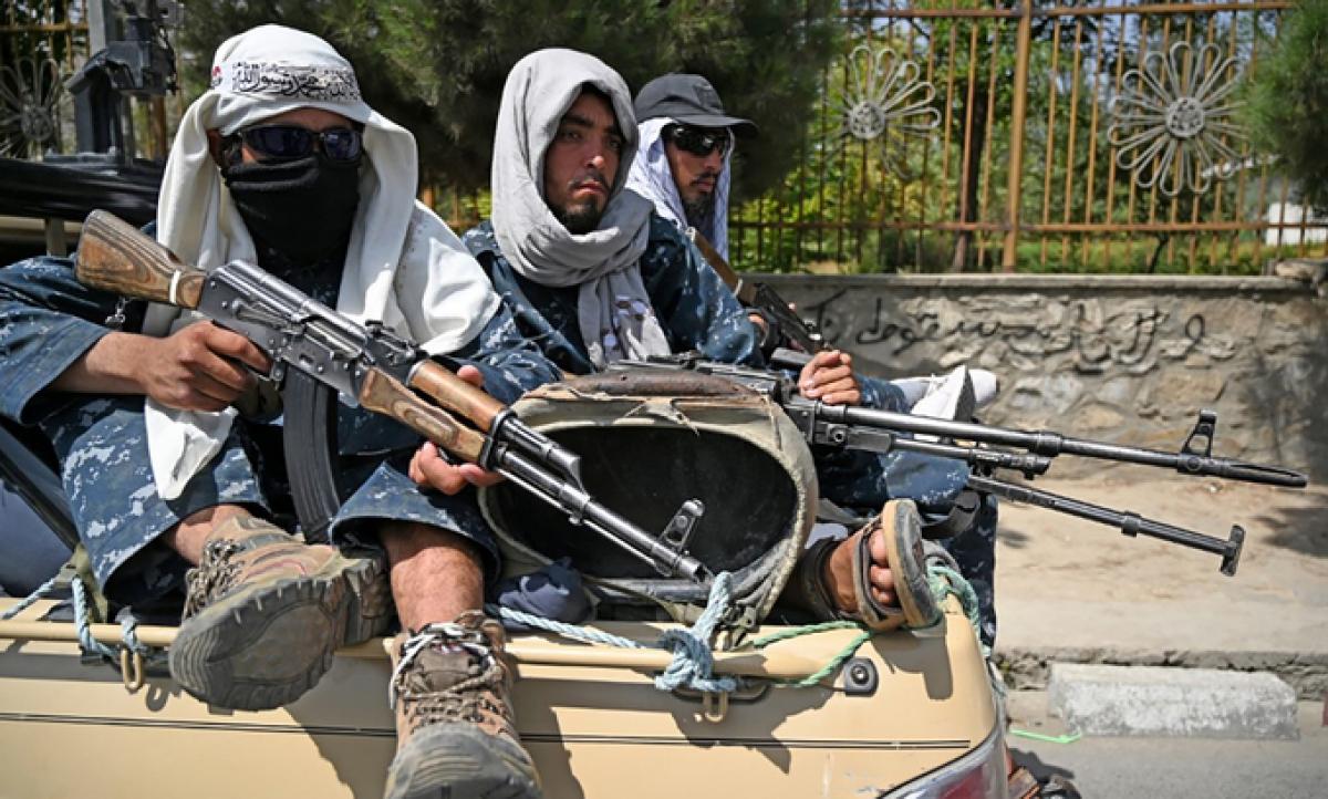 Các tay súng Taliban đi tuần tra trên đường phố thủ đô Kabul, Afghanistan ngày 29/8. Ảnh: AFP.