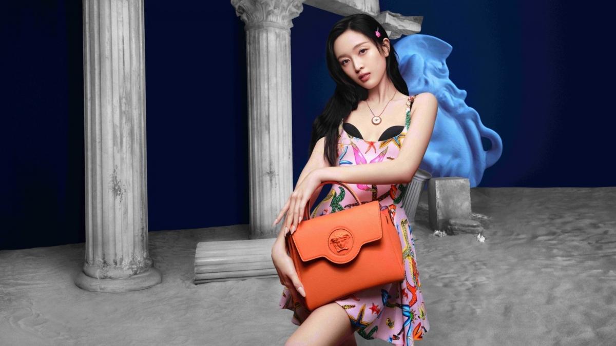 Ngô Tuyên Nghi bị chỉ trích khi làm đại diện cho Versace.