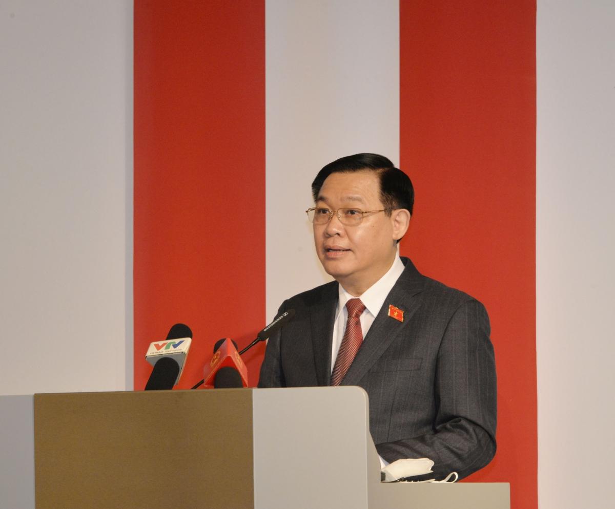 Chủ tịch Quốc hội Vương Đình Huệ phát biểu tại diễn đàn.