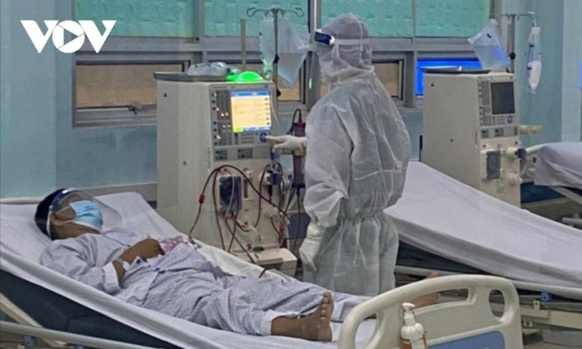 A critical COVID-19 patient receives treatment at an ICU.