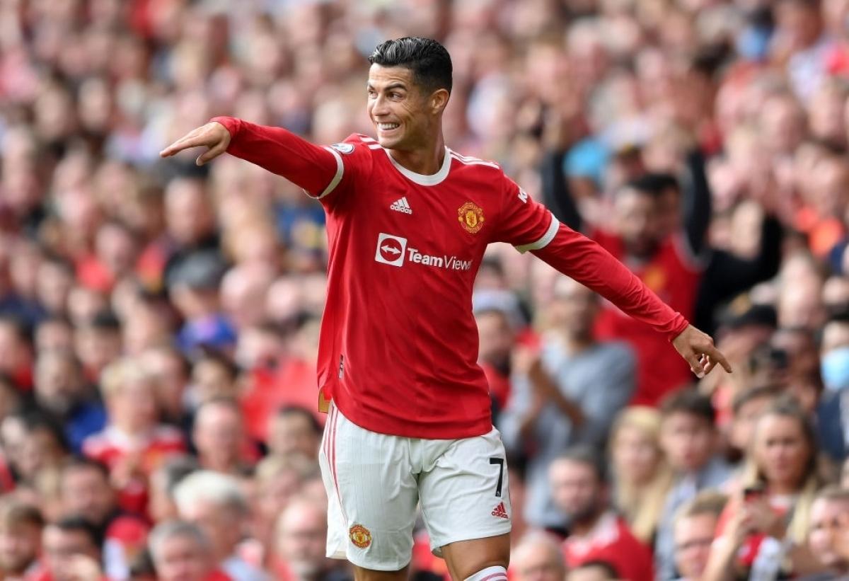 Ronaldo tỏa sáng rực rỡ ở trận ra mắt MU tại Ngoại hạng Anh (Ảnh: Reuters).