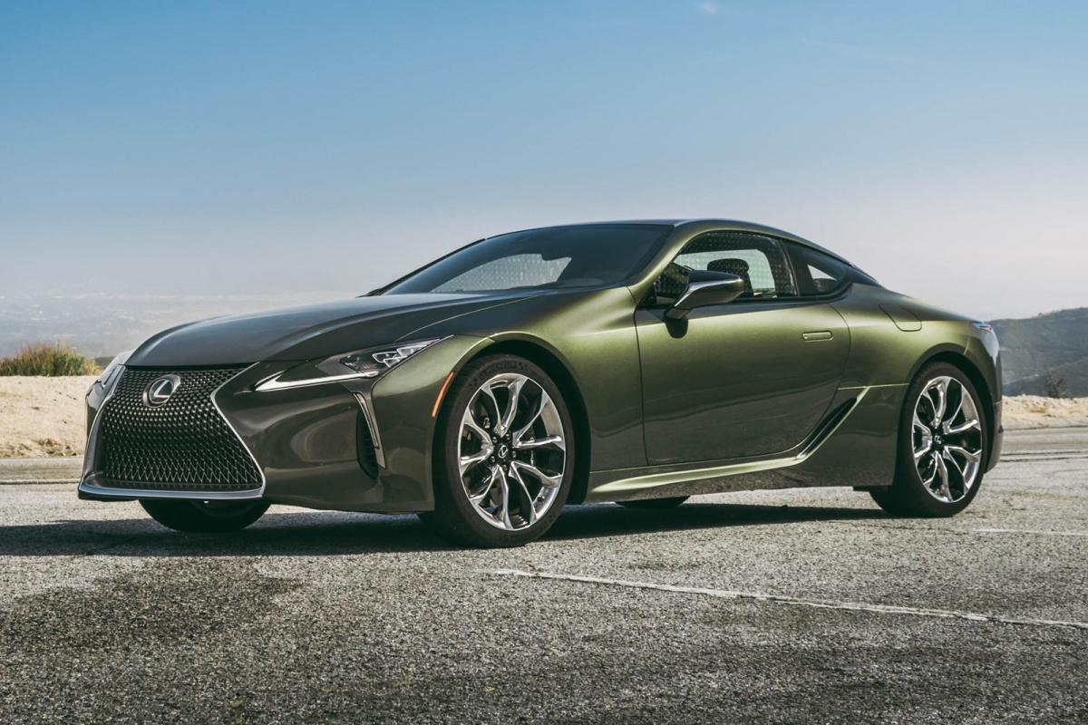"""Lexus LC500 Ở thời điểm này, Lexus LC500 là một trong những chiếc xe có âm thanh hay nhất đến từ động cơ V8 và nó cũng là số ít xe còn được bán ra với động cơ V8 hút khí tự nhiên. Ở tua máy tối ưu, động cơ của xe có thể tạo ra âm thanh có độ lớn 88 dB, cùng với đó là ống xả được tinh chỉnh, mang đến những """"nốt"""" âm ấn tượng."""
