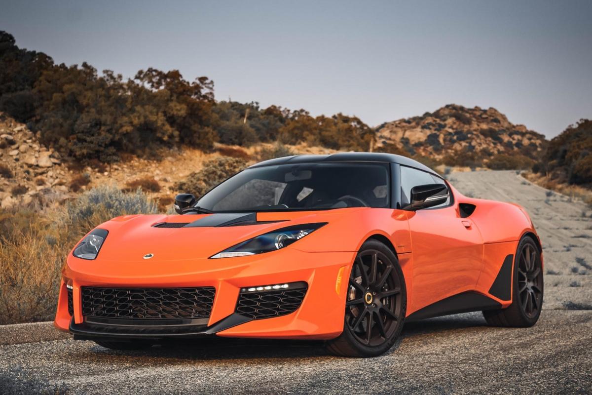 Lotus Evora GT Tuy chỉ dùng động cơ V6 siêu nạp nhưng chiếc Lotus Evora lại nằm trong top những chiếc xe có âm thanh lớn nhất hiện tại. Độ lớn mà xe tạo ra ở khoảng cách 5m đo được ở mức 91 dB.