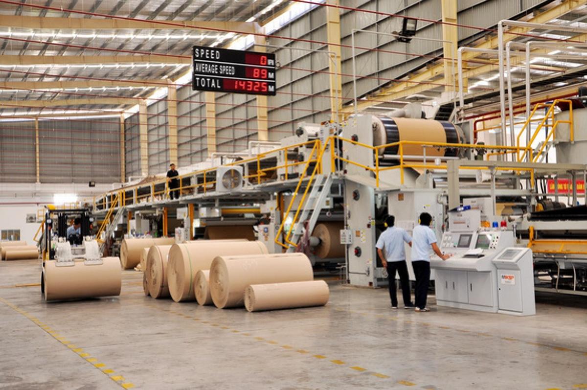 Workersoperate apackaging manufacturingchaininafactoryofBien Hoa PackagingJsc.(Photo: SVI).