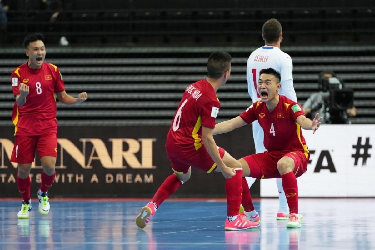 Chau Doan Phat celebrates his goal in Vietnam's 1-1 draw with the Czech Republic. (Photo: Getty image)