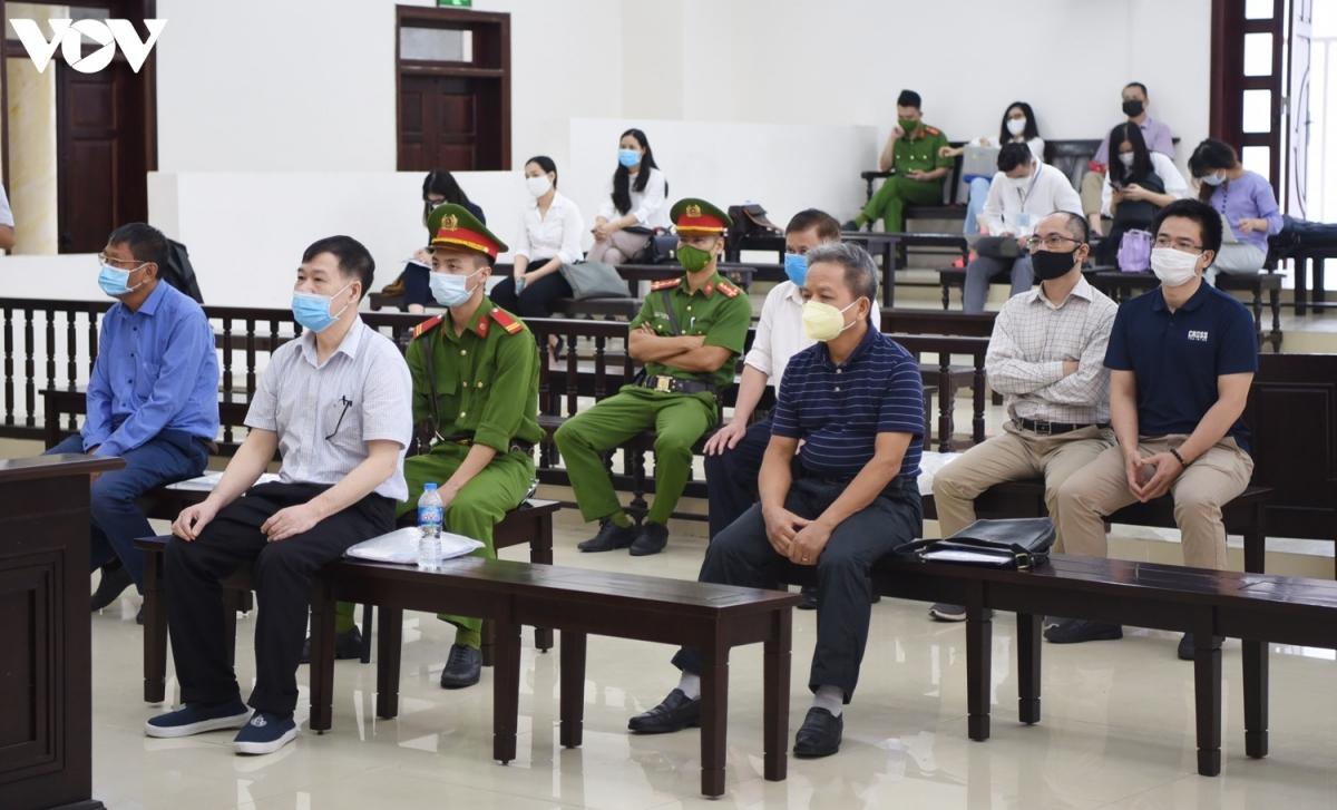 Các bị cáo tại phiên xét xử phúc thẩm.