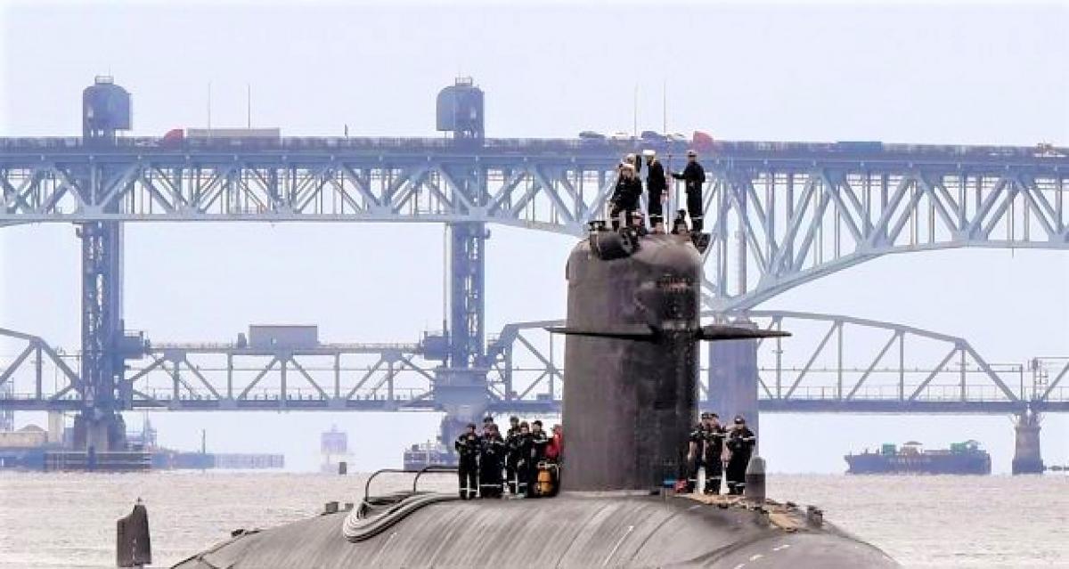 Chiếc tàu ngầm Pháp FNS Amethyste (S605) trên sông Thames; Nguồn: irishtimes.com.