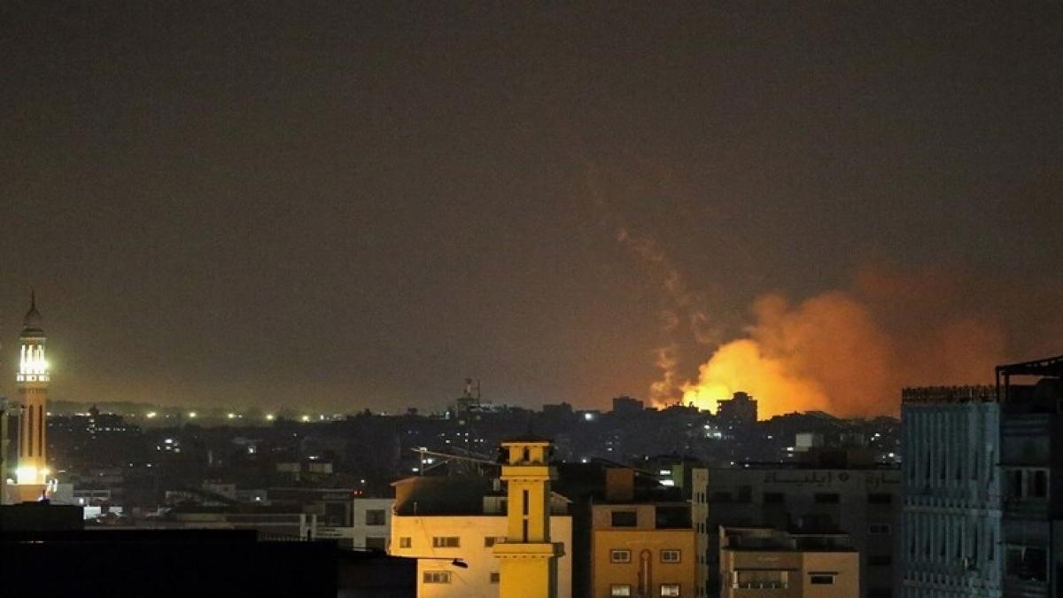 Lực lượng không quân Israel không kích Dải Gaza để đáp trả vụ phóng tên lửa. Ảnh: Reuters