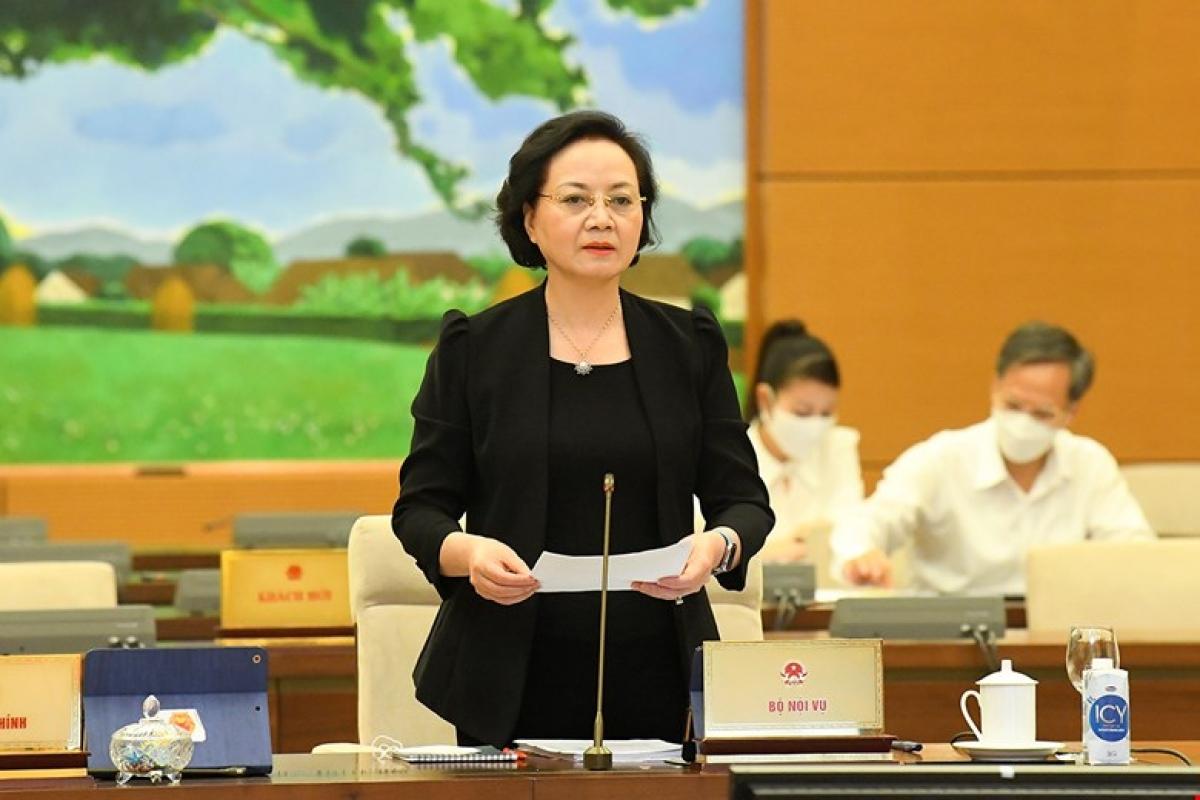 Bộ trưởng Bộ Nội vụ Phạm Thị Thanh Trà trình bày tờ trình. Ảnh: Quốc hội