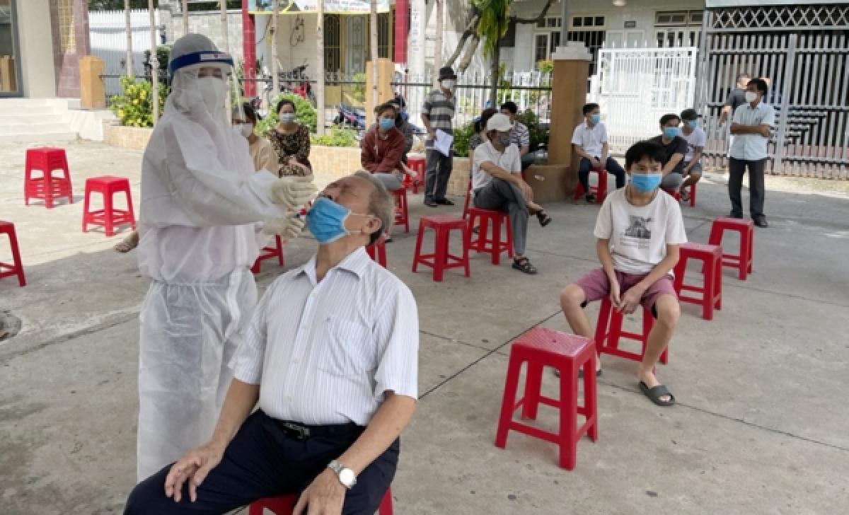 Xét nghiệm COVID-19 cho người dân TP.Biên Hòa (Ảnh: CDC Đồng Nai)