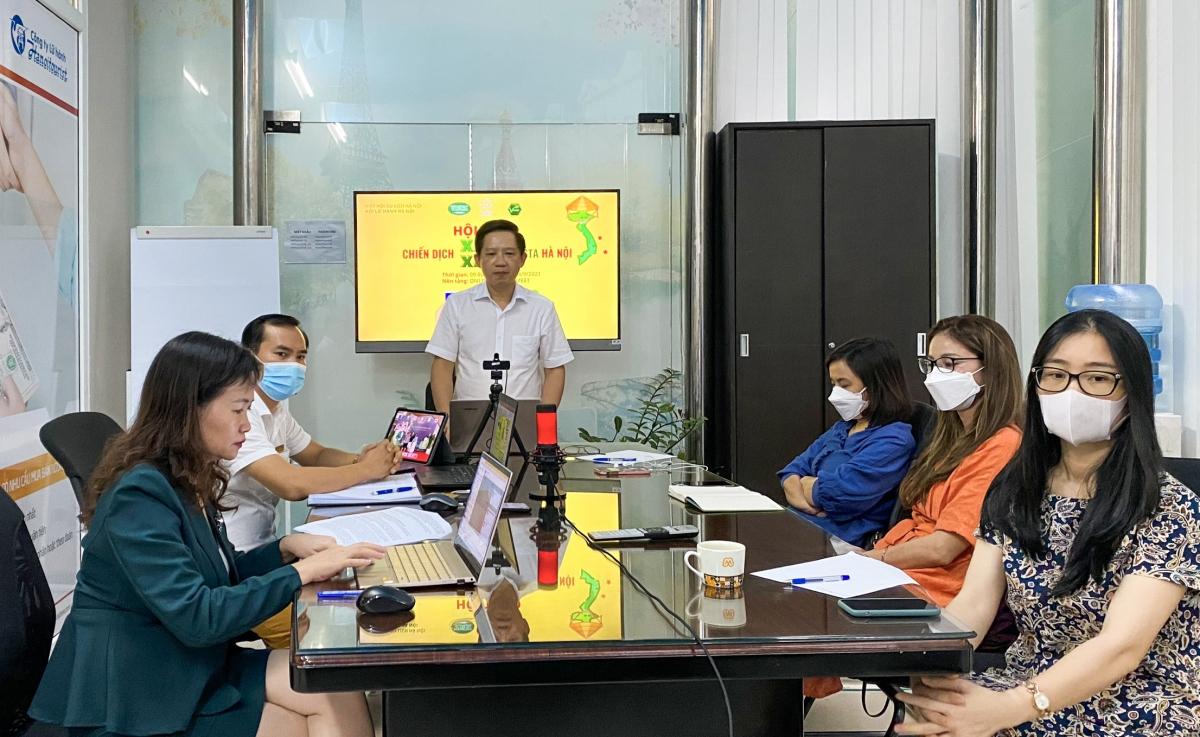 """Ông Phùng Quang Thắng (đứng) công bố chiến dịch """"Xanh Xanh"""" sáng 24/9 nhằm phục hồi du lịch nội địa"""