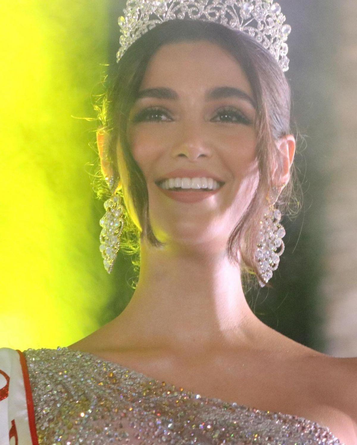 Mariana Jaramillo, 21 tuổi, sở hữu nhan sắc xinh đẹp và body nóng bỏng, đậm chất Latinh.