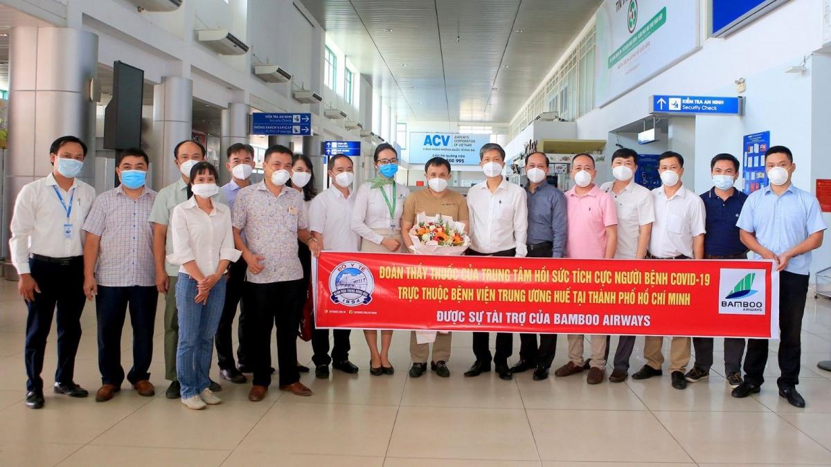 Bamboo Airways tiếp tục đưa y bác sĩ từ Bệnh viên TW Huế vào TP HCM và đưa y bác sĩ hoàn thành nhiệm vụ trở về Huế