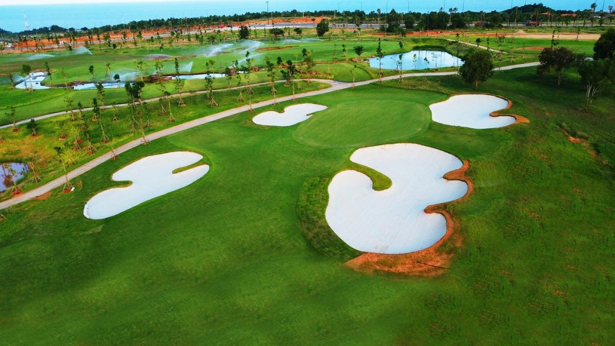 Biệt thự PGA Golf Villas được nhà đầu tư cả nước săn đón bởi tính hiếm có và vị thế biểu tượng cho lối sống thượng lưu. Ảnh sân golf PGA Garden 18 hố.