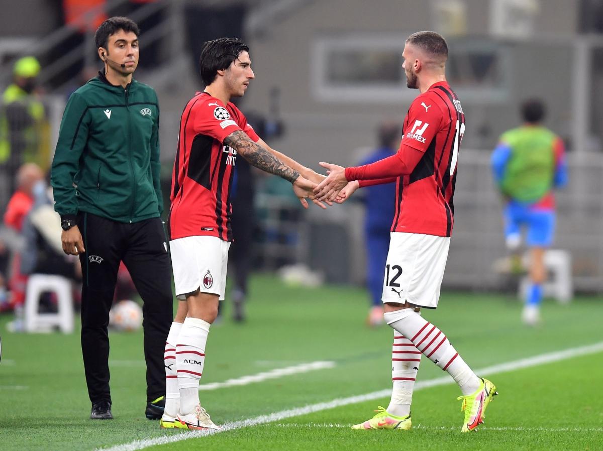 AC Milan buộc phải thực hiện một loạt điều chỉnh nhân sự trong cảnh thiếu người.