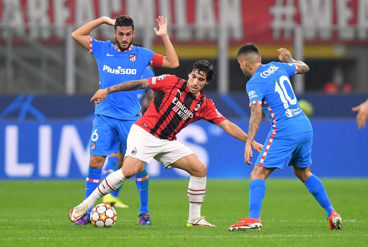 AC Milan chiến đấu vô cùng kiên cường khi chỉ còn 10 người trên sân.