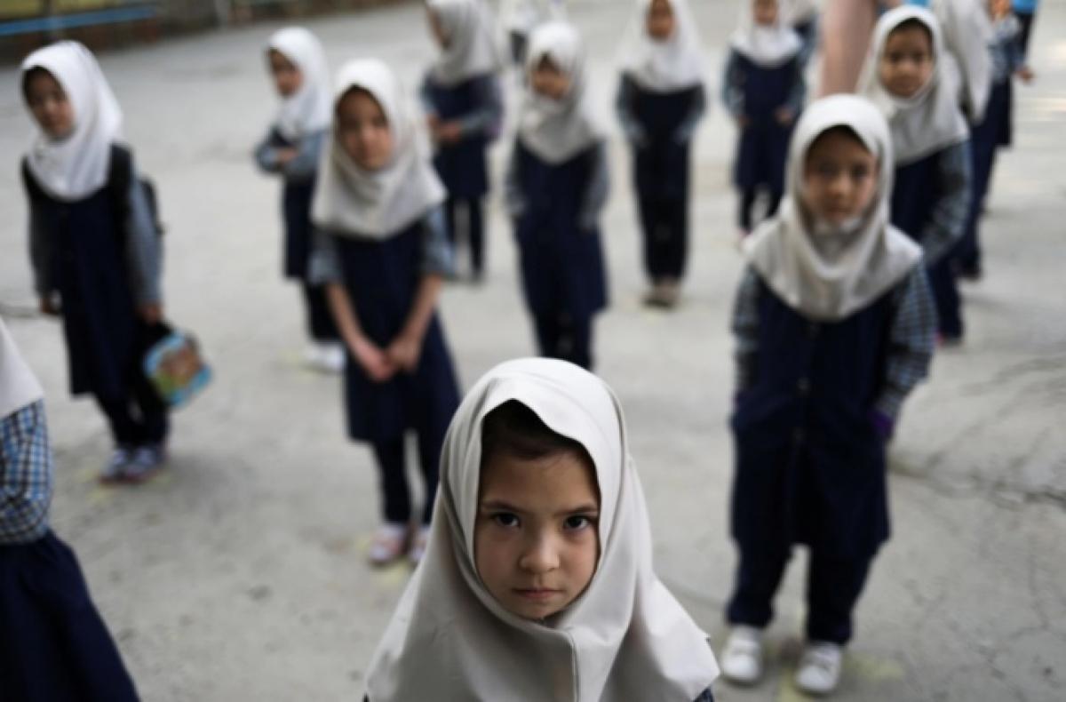Một số bé gái tại một trường học ở Afghanistan. Ảnh: Reuters.
